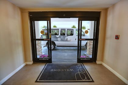 Entryway | Country Inn & Suites by Radisson, Charlotte I-85 Airport, NC