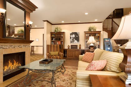 Lobby | Country Inn & Suites by Radisson, Minot, ND
