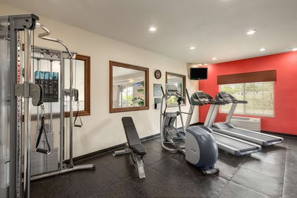 Fitness Center | Country Inn & Suites by Radisson, Minot, ND