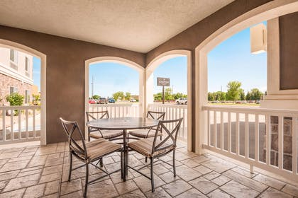 Patio | Country Inn & Suites by Radisson, Minot, ND