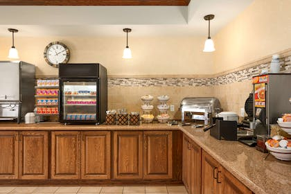 Breakfast Room | Country Inn & Suites by Radisson, Minot, ND