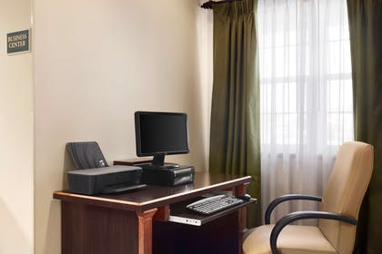 Business Center | Country Inn & Suites by Radisson, Kearney, NE