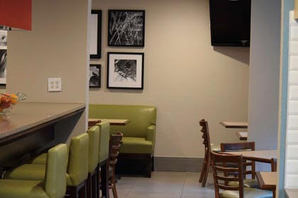 Breakfast Area | Country Inn & Suites by Radisson, Lincoln North Hotel and Conference C