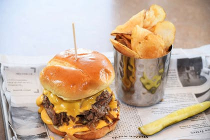 Burger And Chips | Country Inn & Suites by Radisson, Lincoln North Hotel and Conference C