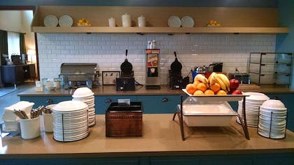 Breakfast Bar | Country Inn & Suites by Radisson, Lincoln North Hotel and Conference C