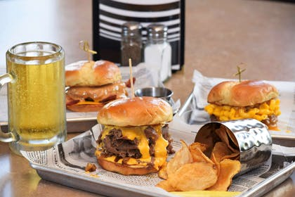Burgers And Beer | Country Inn & Suites by Radisson, Lincoln North Hotel and Conference C
