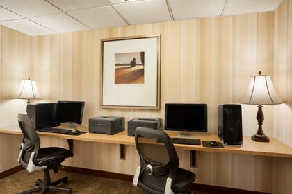 Business Center   Country Inn & Suites by Radisson, Manchester Airport, NH