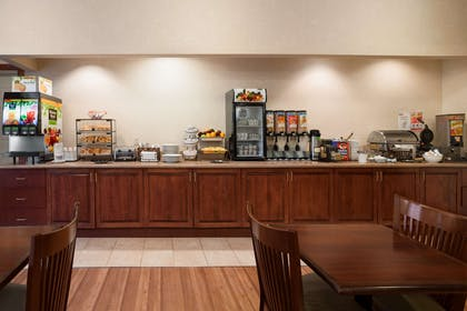 Breakfast Room   Country Inn & Suites by Radisson, Manchester Airport, NH