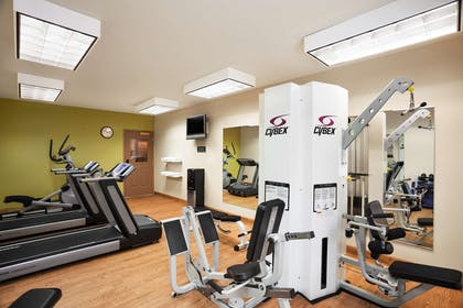 Fitness Center   Country Inn & Suites by Radisson, Manchester Airport, NH