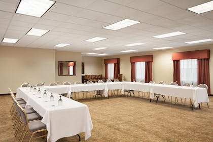 Meeting Room   Country Inn & Suites by Radisson, Manchester Airport, NH