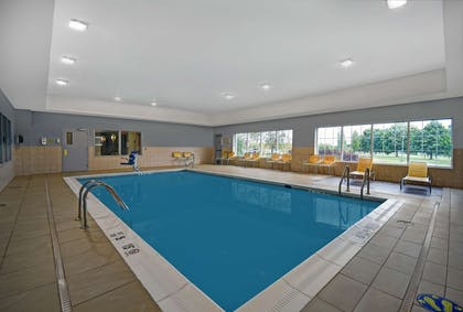 Pool | Country Inn & Suites by Radisson, Rochester-University Area, NY