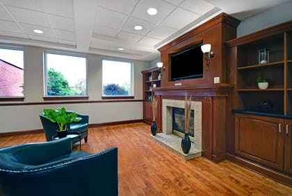 Hotel Lobby | Country Inn & Suites by Radisson, Rochester-University Area, NY