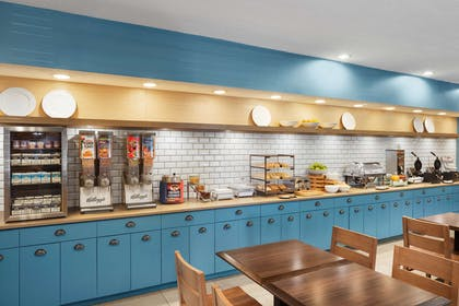 Breakfast Area   Country Inn & Suites by Radisson, Columbus Airport, OH