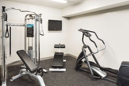 Fitness Room   Country Inn & Suites by Radisson, Columbus Airport, OH