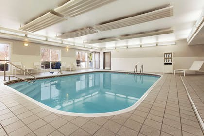 Pool   Country Inn & Suites by Radisson, Columbus Airport, OH