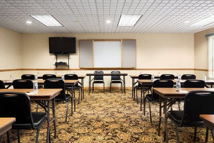 Meeting Room   Country Inn & Suites by Radisson, Columbus West, OH