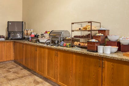 Breakfast Area | Country Inn & Suites by Radisson, Cuyahoga Falls, OH