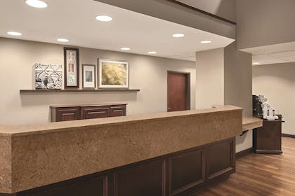 Front Desk | Country Inn & Suites by Radisson, Dayton South, OH