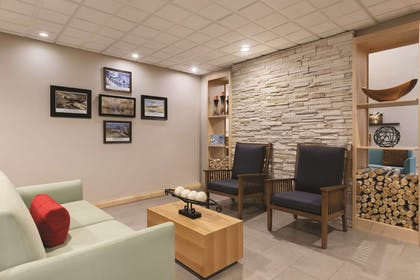 Lobby | Country Inn & Suites by Radisson, Fairborn South, OH