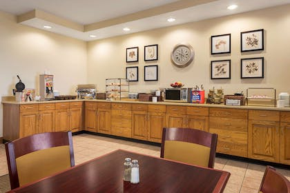 Breakfast Room | Country Inn & Suites by Radisson, Findlay, OH