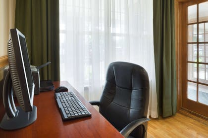 Business Center | Country Inn & Suites by Radisson, Macedonia, OH