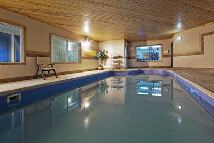 Pool   Country Inn & Suites by Radisson, Mansfield, OH