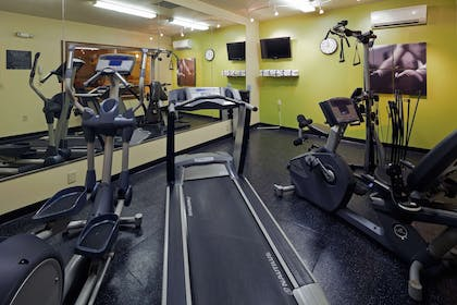Fitness Room   Country Inn & Suites by Radisson, Mansfield, OH