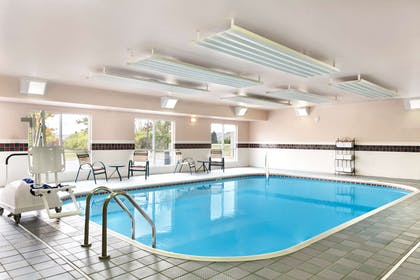 Pool   Country Inn & Suites by Radisson, Marion, OH