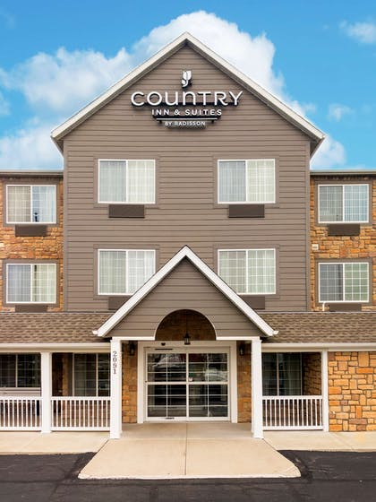 Hotel Entrance   Country Inn & Suites by Radisson, Marion, OH