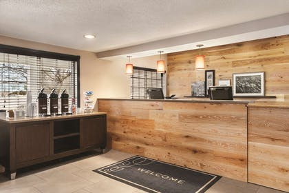 Front Desk | Country Inn & Suites by Radisson, Springfield, OH