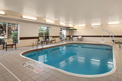 Pool   Country Inn & Suites by Radisson, Toledo, OH