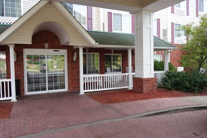 Entryway | Country Inn & Suites by Radisson, Youngstown West, OH