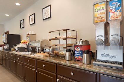 Breakfast Room | Country Inn & Suites by Radisson, Norman, OK