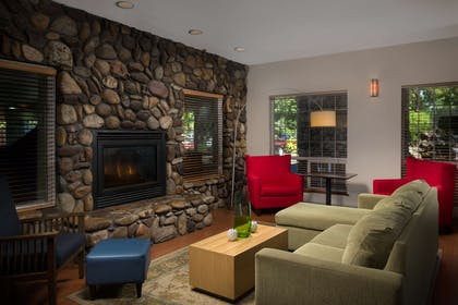 Lobby | Country Inn & Suites by Radisson, Portland International Airport, OR