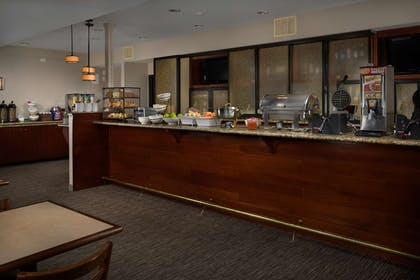 Breakfast Area | Country Inn & Suites by Radisson, Portland International Airport, OR