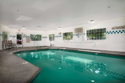 Pool | Country Inn & Suites by Radisson, Portland International Airport, OR