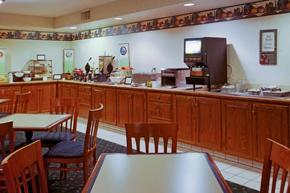 Breakfast Room | Country Inn & Suites by Radisson, Lancaster (Amish Country), PA