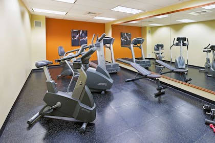 Fitness Room   Country Inn & Suites by Radisson, Lewisburg, PA