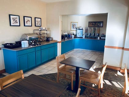 Breakfast Area   Country Inn & Suites by Radisson, York, PA