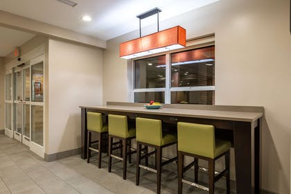 Community Table | Country Inn & Suites by Radisson, Anderson, SC