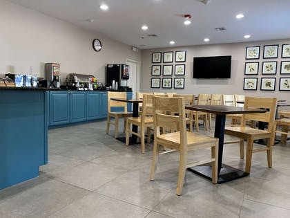 Breakfast Area | Country Inn & Suites by Radisson, Charleston North, SC
