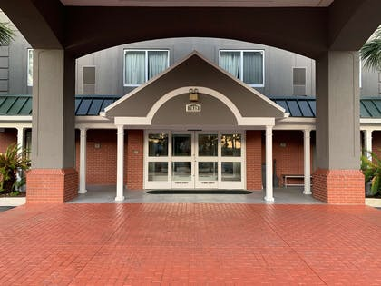 Front Entrance | Country Inn & Suites by Radisson, Charleston North, SC