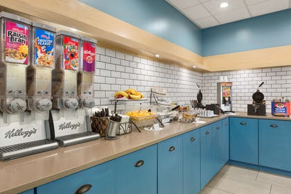 Breakfast Area | Country Inn & Suites by Radisson, Summerville, SC