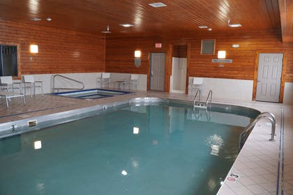Pool   Country Inn & Suites by Radisson, Watertown, SD