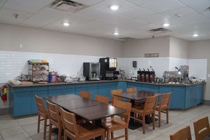 Restaurant   Country Inn & Suites by Radisson, Watertown, SD