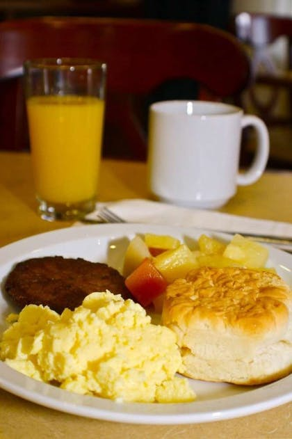 Hot Breakfast | Country Inn & Suites by Radisson, Knoxville West, TN