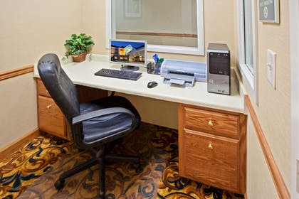 Business Center | Country Inn & Suites by Radisson, Knoxville West, TN
