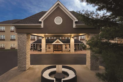 Hotel Exterior Evening | Country Inn & Suites by Radisson, Nashville Airport East, TN