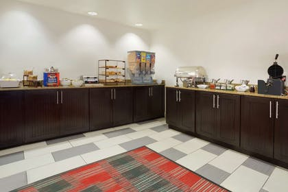 Breakfast Area   Country Inn & Suites by Radisson, DFW Airport South, TX