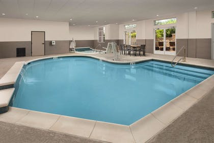 Pool | Country Inn & Suites by Radisson, Houston Intercontinental Airport Eas